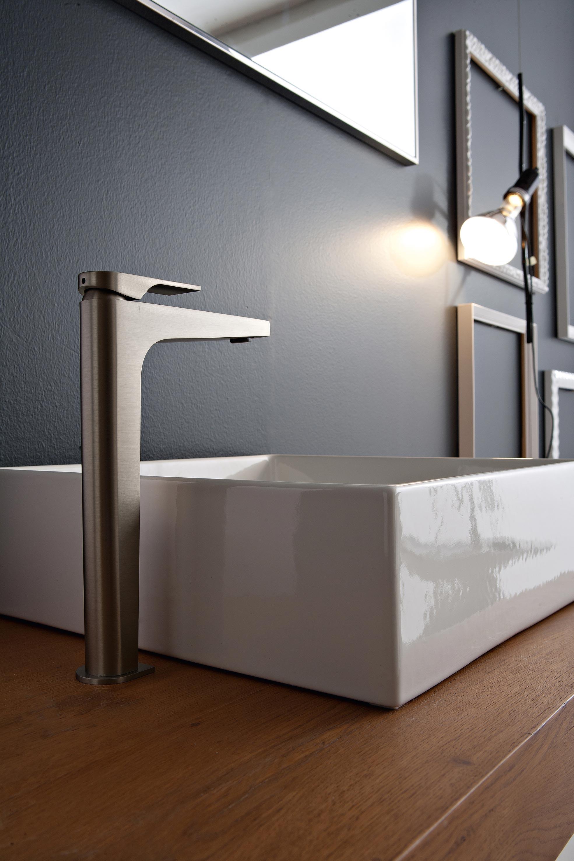 armaturen f rs badezimmer der serie cento. Black Bedroom Furniture Sets. Home Design Ideas